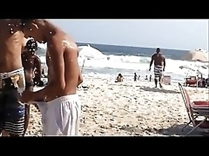 Bulge in Beach. Freeballing